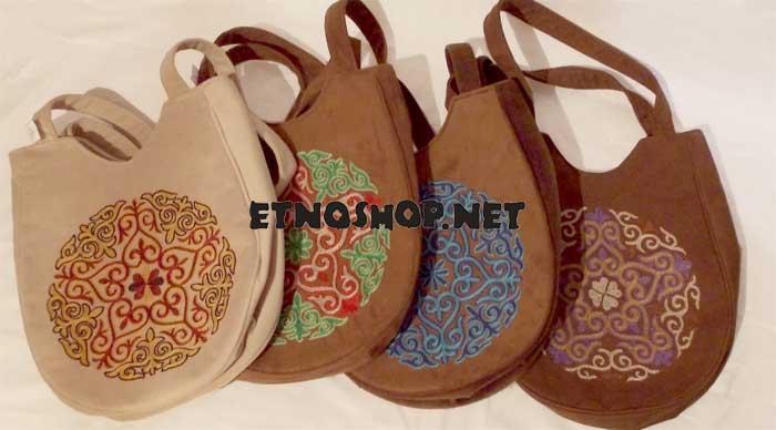 Оригинальная войлочная сумочка с выжженным орнаментом.
